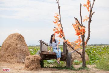 Đồng bào Chăm làm du lịch cộng đồng từ cây sen
