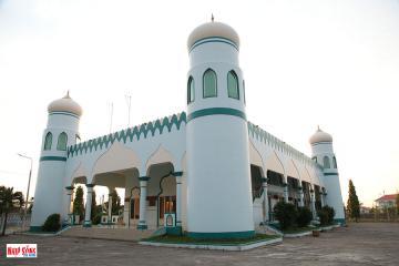 Đến thăm thánh đường Hồi giáo Masjid Nourul Ehsaan